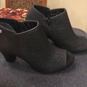 Gianni Bernini memory foam peep toe heels. 6m